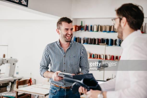 店で貸衣装で幸せの靴