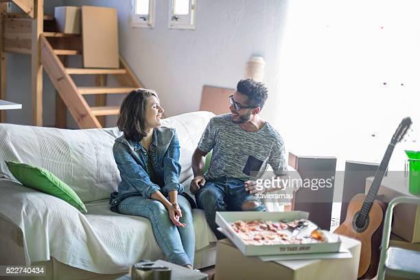 couple heureux dans leur nouvelle maison