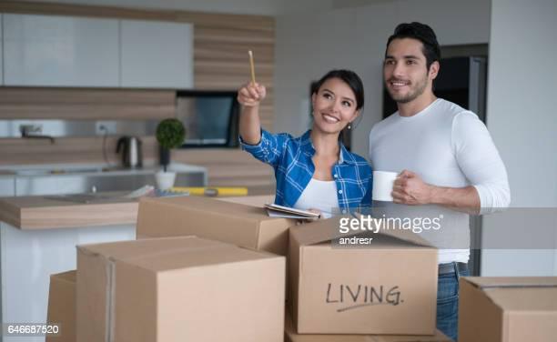 Glückliches Paar moving house