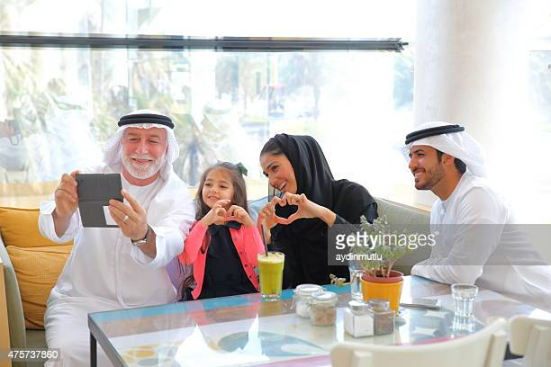 Retrato de familia feliz, Emirati