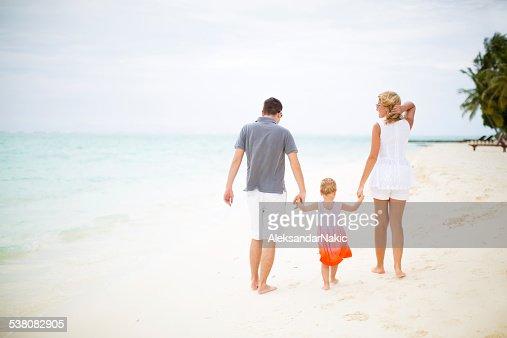 幸せな家族のビーチ