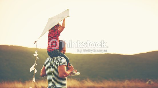 happy family father and child on meadow with a kite : Foto de stock
