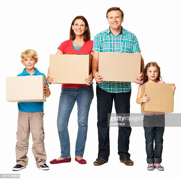 Famille heureuse tenant des boîtes en carton-isolé