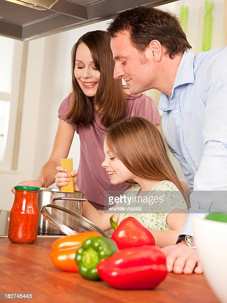 Heureuse famille Cuisiner