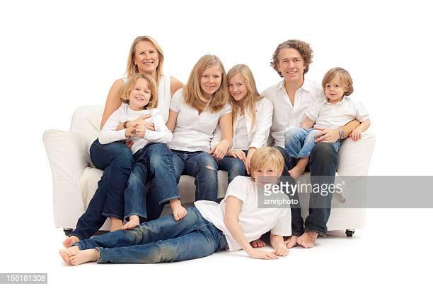 Glückliche Familie auf sofa
