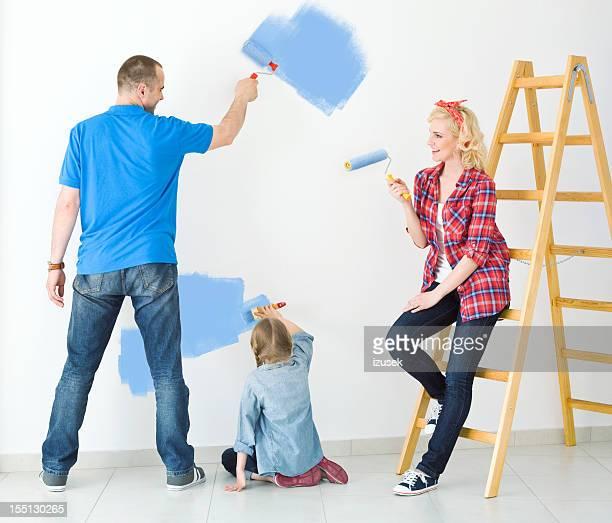 Famille heureuse peinture d'un mur