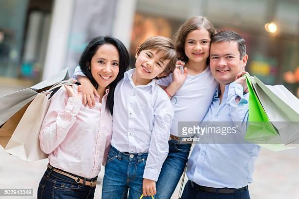 Família feliz compras