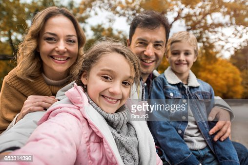 Happy family taking a self portrait photography in nature. : Stockfoto