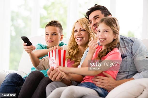 Feliz família Ver Televisão