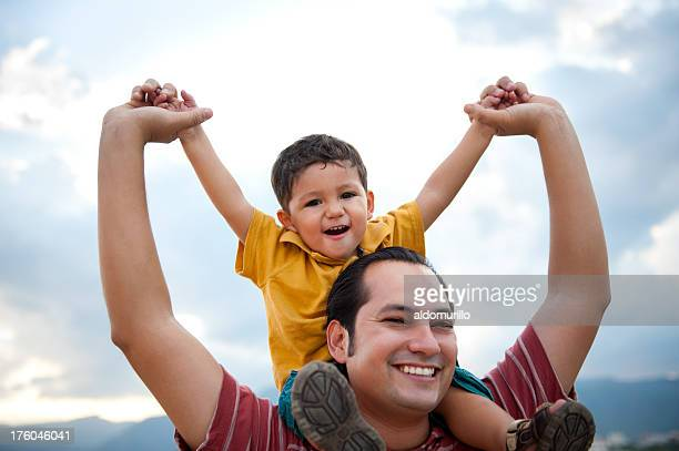 Glückliche Vater und Sohn