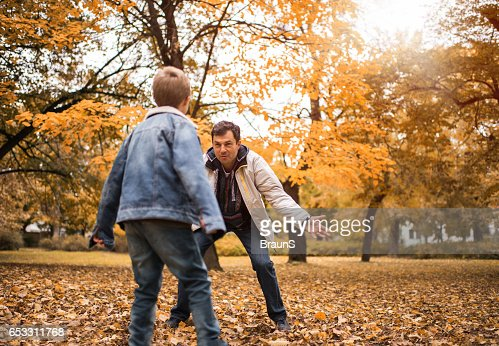 Happy father playing with his son in the park. : Stock-Foto