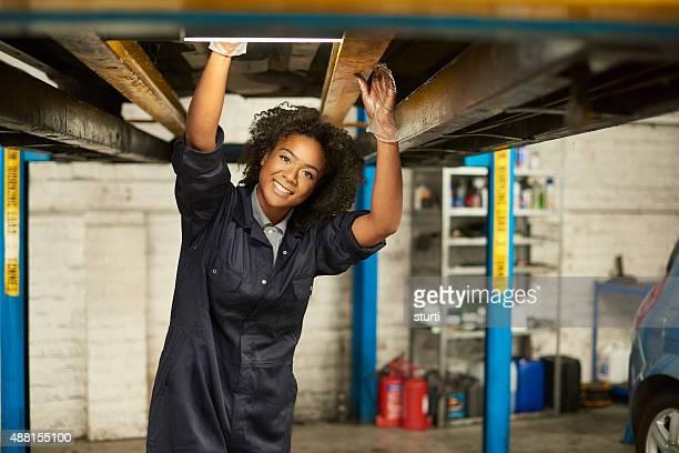 Glückliche Frauen auto mechanic