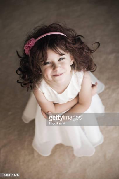 Heureuse Petite fille d'honneur