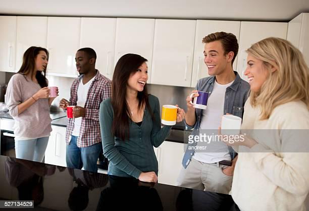 Glückliche Freunde auf einer party