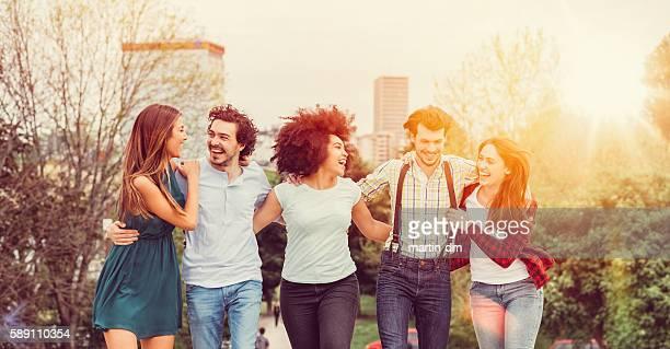 Glückliche Freunde zusammen