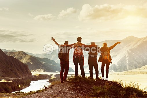 Happy friends travel expedition concept : Foto de stock