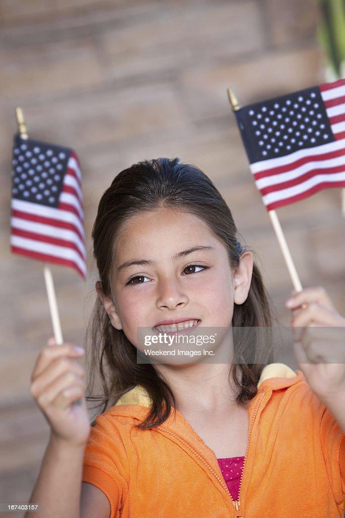 Heureuse jeune fille avec drapeau américain : Photo