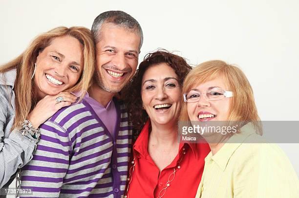 Heureux groupe d'âge moyen des personnes âgées et