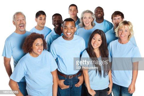Felice gruppo di persone, ridere insieme, tutti in blu camicie