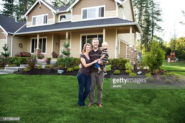 Glückliche gesunde Familie ganz wie zu Hause fühlen.