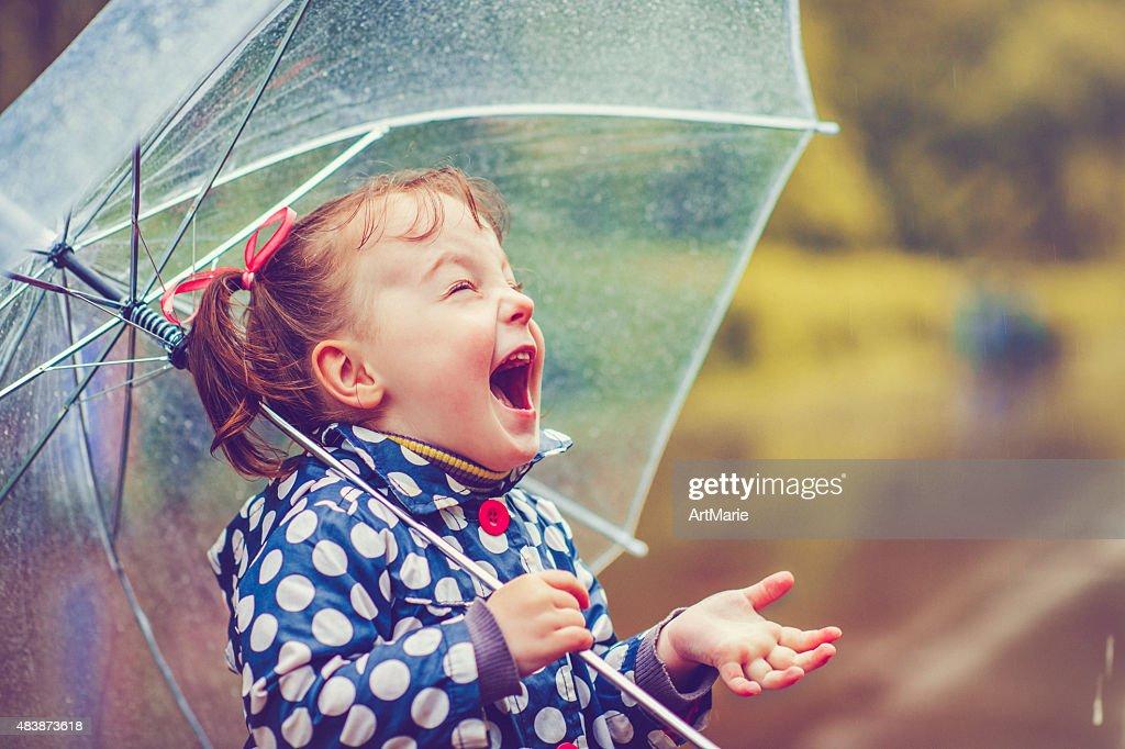 Heureux à effet pluie tropicale : Photo