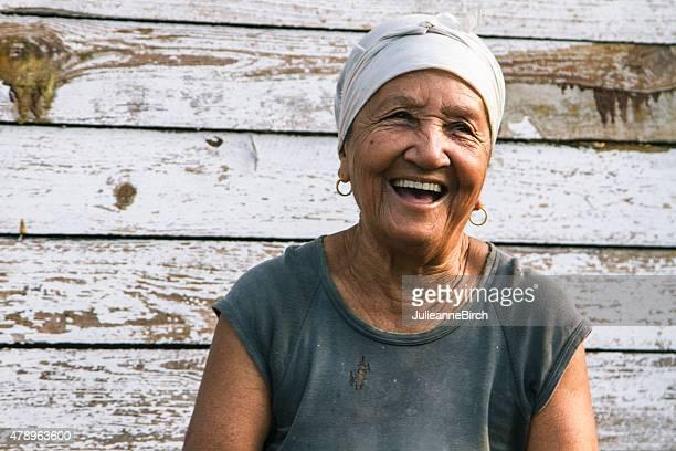 Feliz feminino rir cubano