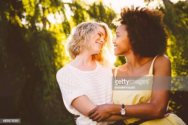 幸せなカップルのレズビアン