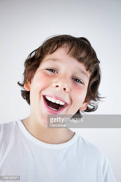 Heureux petit garçon
