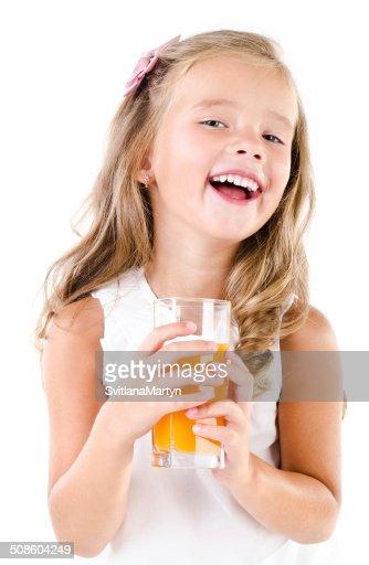 Rapariga feliz com copo de suco isolado : Foto de stock