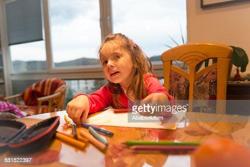 幸せそうな少女絵に長い髪のお部屋 : ストックフォト