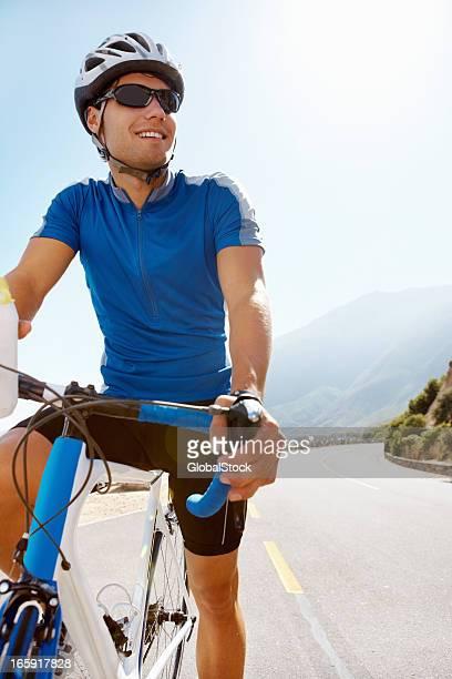Glücklich männliche Radfahrer, Kurzurlaub