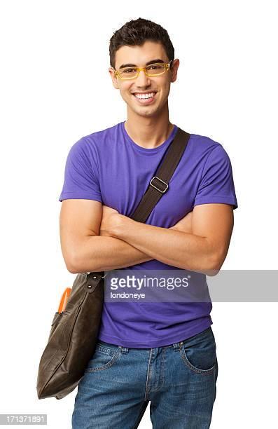 Estudante do sexo masculino feliz em pé braços cruzados-isolada