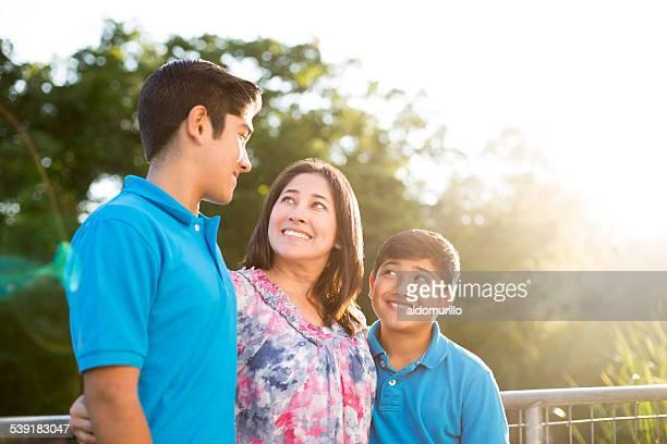 Feliz madre con hijos