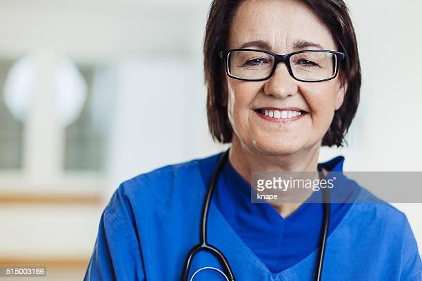 Feliz enfermera en el Hospital