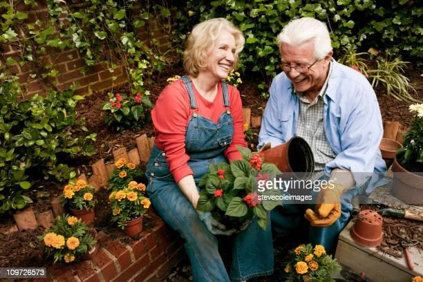 Heureux Couple Senion le jardin