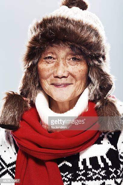Glückliche Ältere asiatische Frau