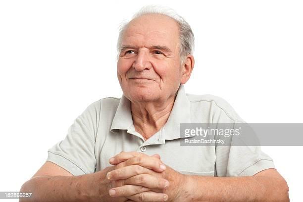 Happy senior hombre en blanco.