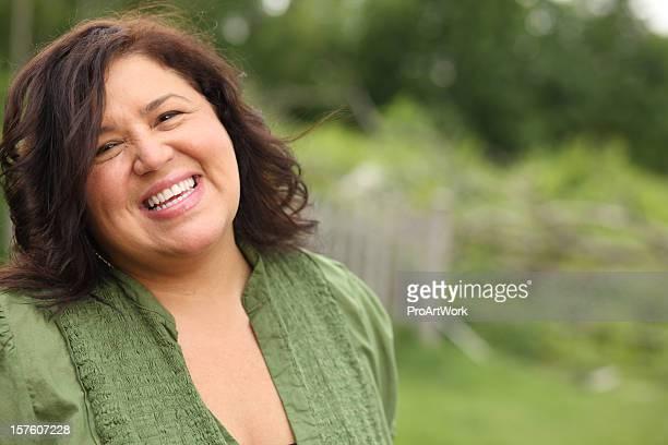 Glücklich lächelnde Frau