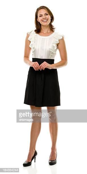 Glücklich lächelnde Junge Frau stehend voller Länge Portrait
