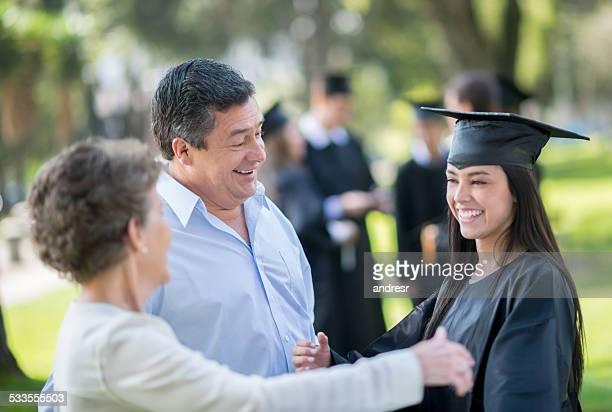 Glückliche Studenten bei ihrer Abschlussfeier