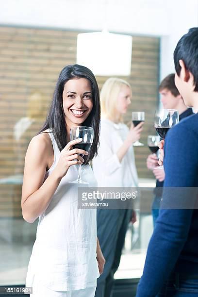Glückliche Frau in einer party