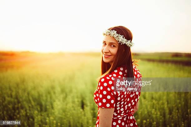 Glückliche Frau in Wiese