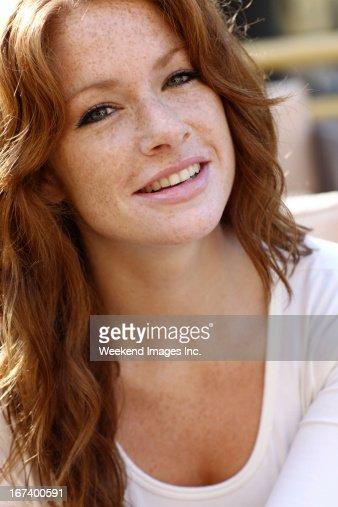幸せな女性 : ストックフォト