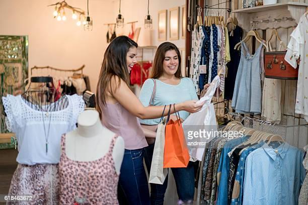 Felici le donne dello shopping