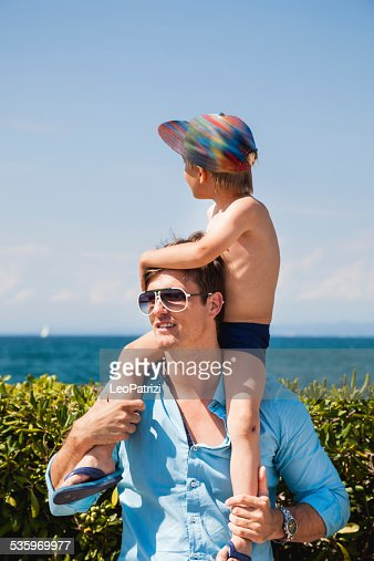 Happy young dad playing with his daughter : Stock Photo