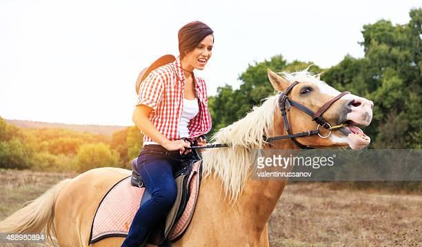 Cheval d'équitation de jeune fille