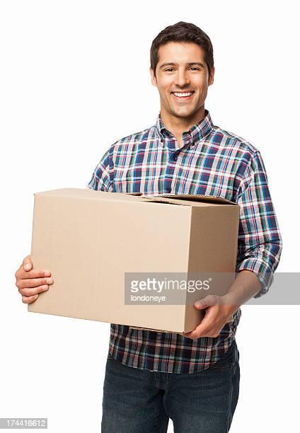 Heureux jeune homme portant une Boîte en carton-isolé