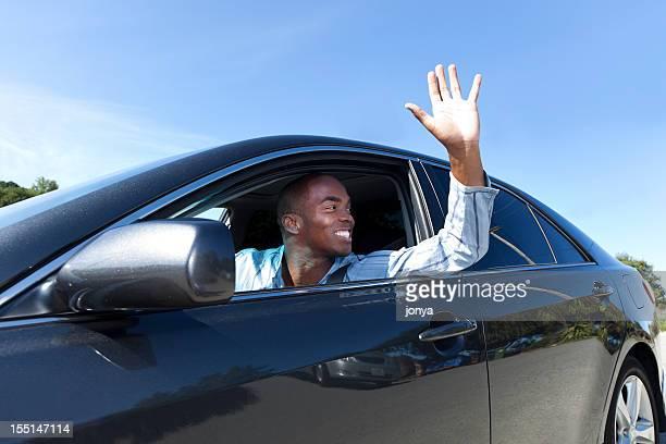 Jeune homme au volant
