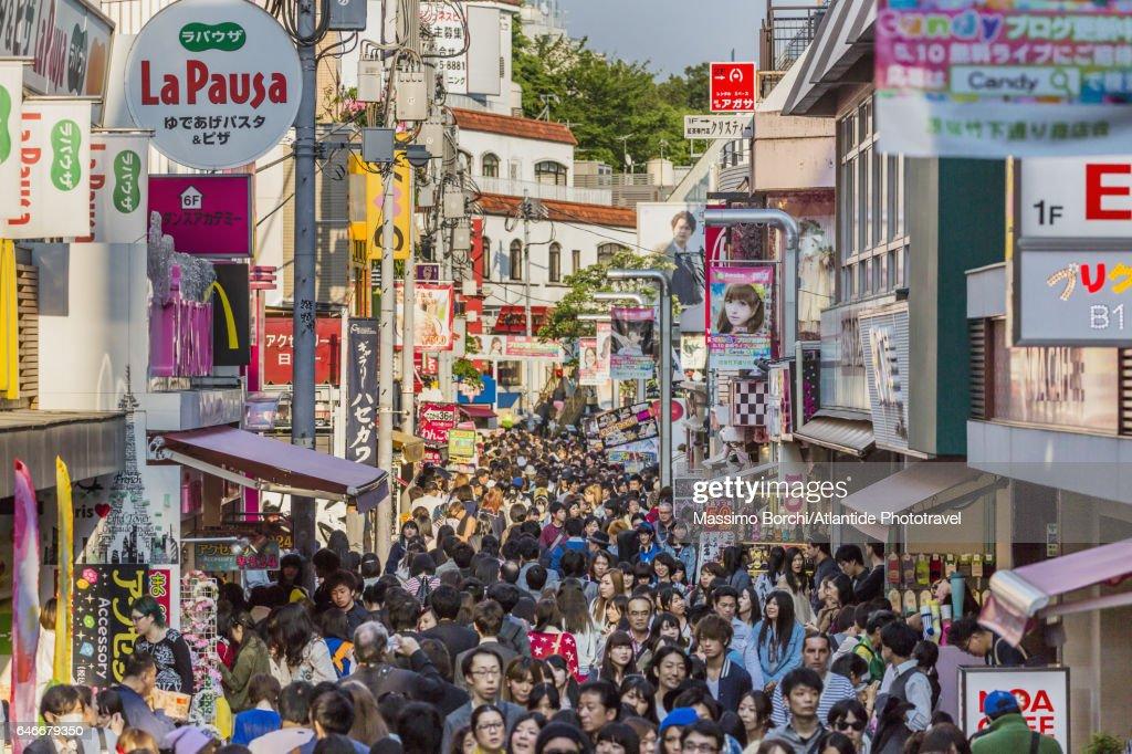 Harajuku, Takeshita-dori (street), the Tokyo's famous fashion subculture bazaar : Bildbanksbilder