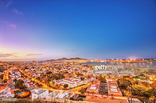 Al puerto y la ciudad de Las Palmas de Gran Canaria